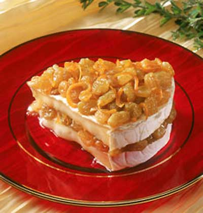 Baked Brie with Zesty Raisins