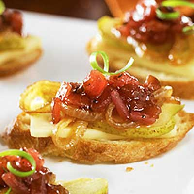 Havarti Pear Bruschetta with Cranberry Salsa and Caramelized Onions